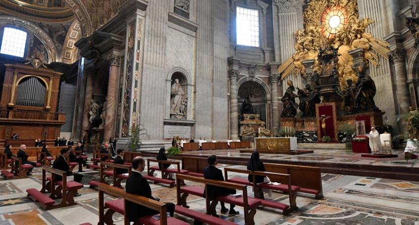 Iglesia en el mundo se prepara para el regreso a los templos