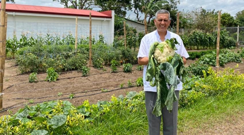 Agricultores de Cartago entregaron productos a familias pobres de Cañas