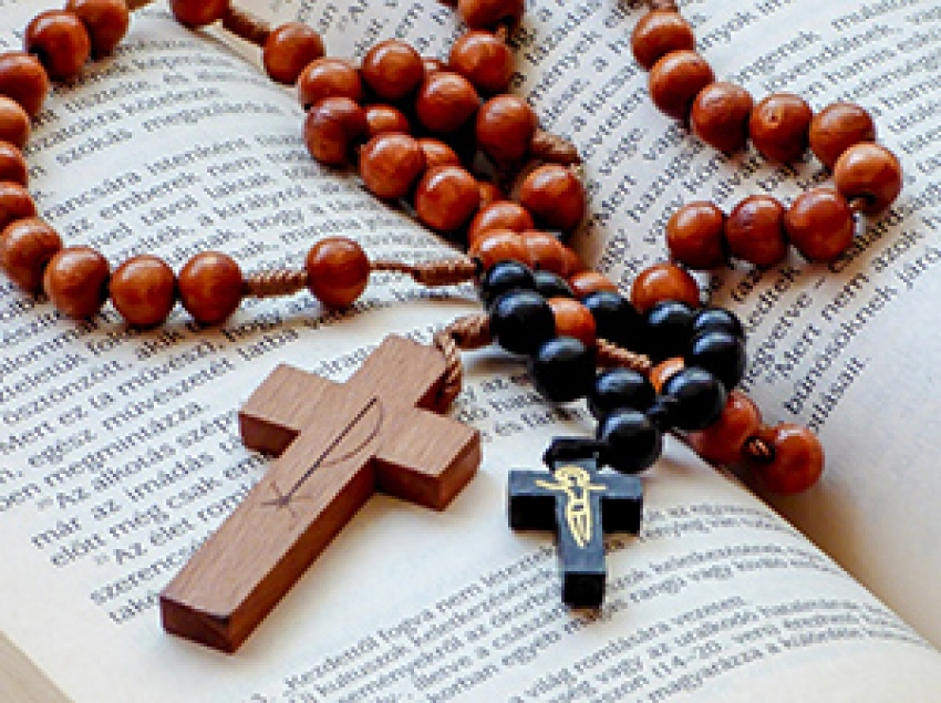 Llamado a redescubrir la belleza del Santo Rosario