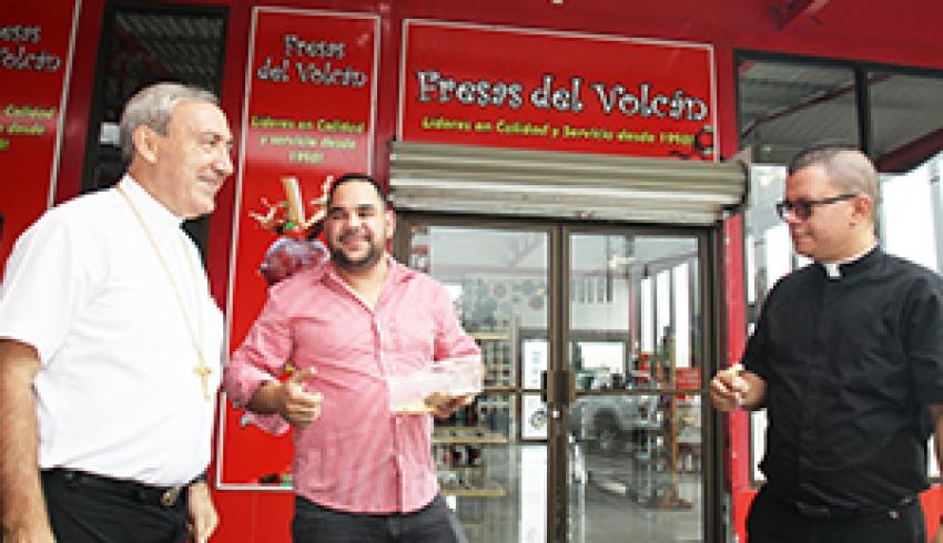 Iglesia apoya a productores en las faldas del Poás