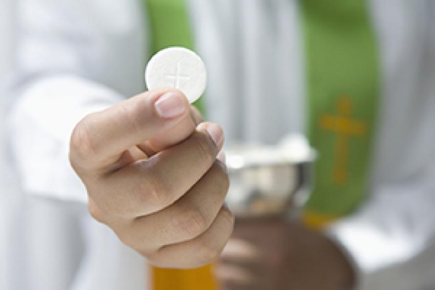 Enfermeros entregaron ofrenda a la Virgen de Ujarrás