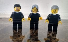Convirtieron a los padres de Hatillo en figuras de Lego