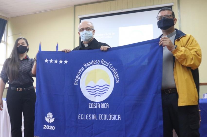 Parroquias e instituciones católicas recibieron Bandera Azul Ecológica