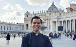 Joven abogado tico será ordenado sacerdote mañana en Roma